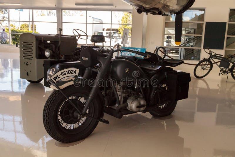 Grijs 1944 BMW r-75 motorfiets en sidecar royalty-vrije stock fotografie