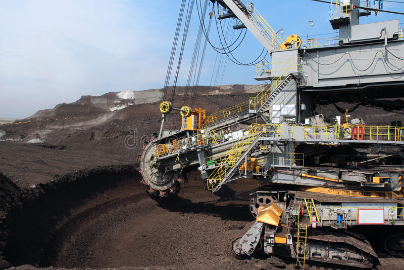 Grijs de steenkoolgraafwerktuig van de wielmijnbouw royalty-vrije stock foto's