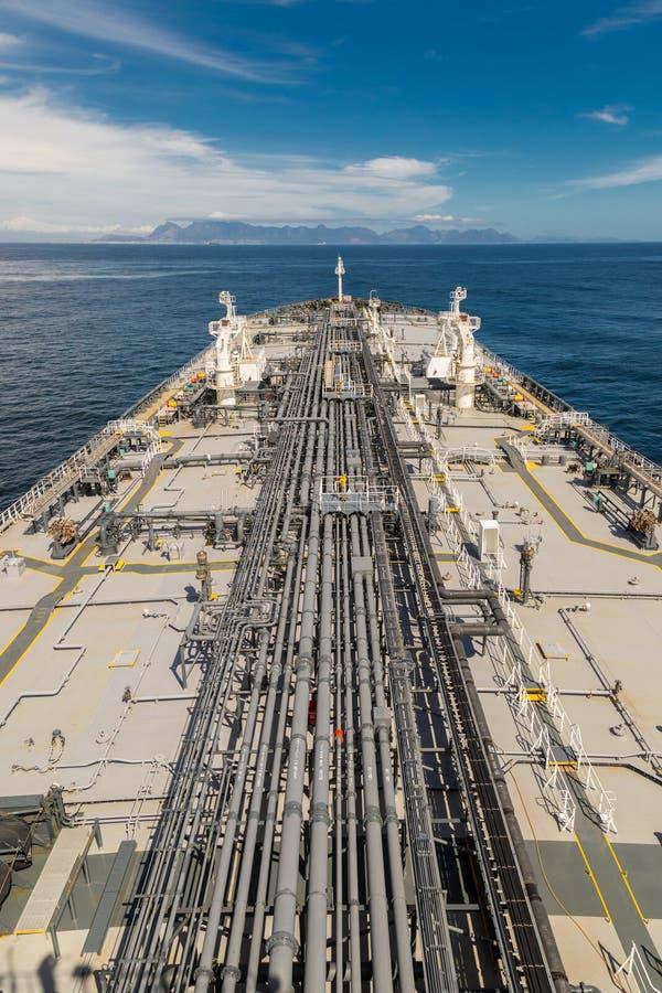 Grijs dek van een grote olietanker - verticaal beeld royalty-vrije stock foto