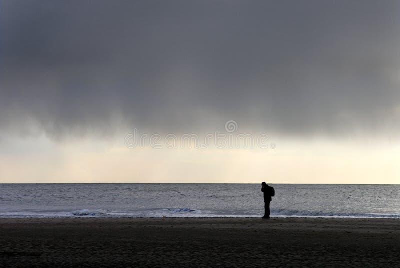 grijs somber wolk en strand royalty-vrije stock foto's