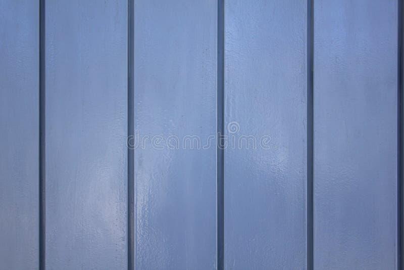 Grijze blauwe het paneelomheining van het muurmetaal Verticale lijnen Ruwe Oppervlaktetextuur royalty-vrije stock afbeelding