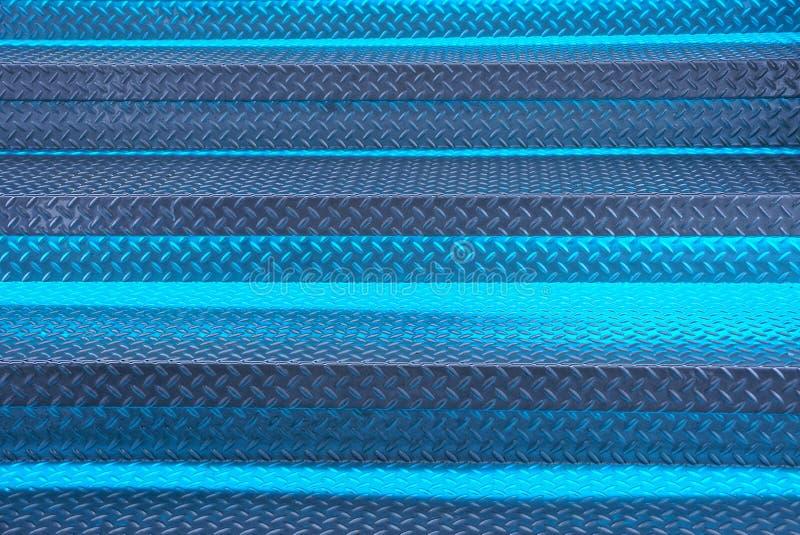 Grijze blauwe metaaltextuur van de stappen van de ladder met backlight royalty-vrije stock foto's