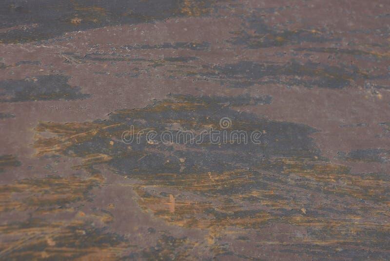 Grijze bruine metaal roestige achtergrond van een stuk van ijzer stock foto