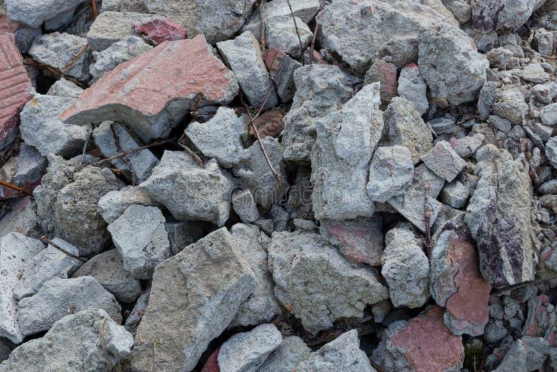 Grijze bruine textuur van stenen in een stapel van vuilnis stock foto