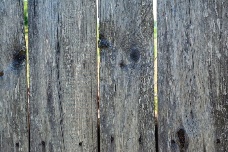 Grijze houten planking achtergrond met barsten stock foto's