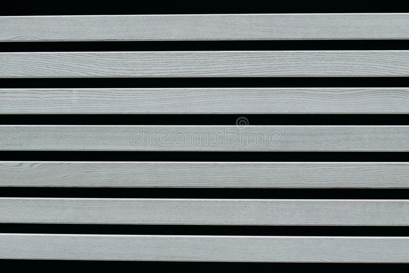 Grijze houten raad op een zwarte achtergrond royalty-vrije stock fotografie