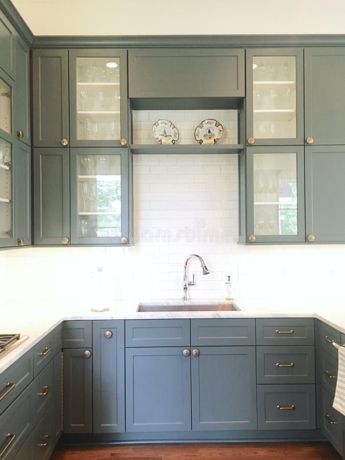 Grijze keuken stock afbeeldingen