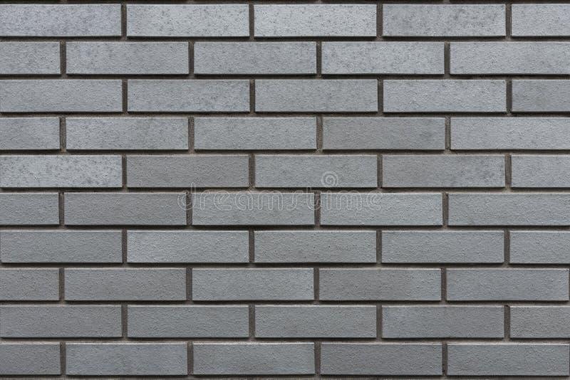 Grijze muur met clinker bakstenen stock foto's
