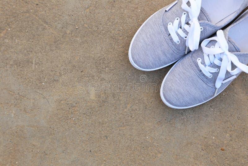 Grijze Schoenen stock fotografie