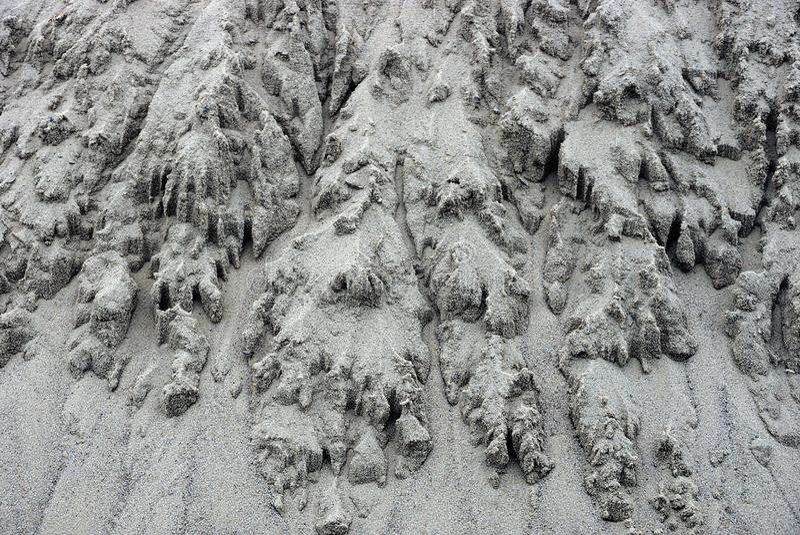 Grijze textuur van een stapel van zandig overzees zand stock foto