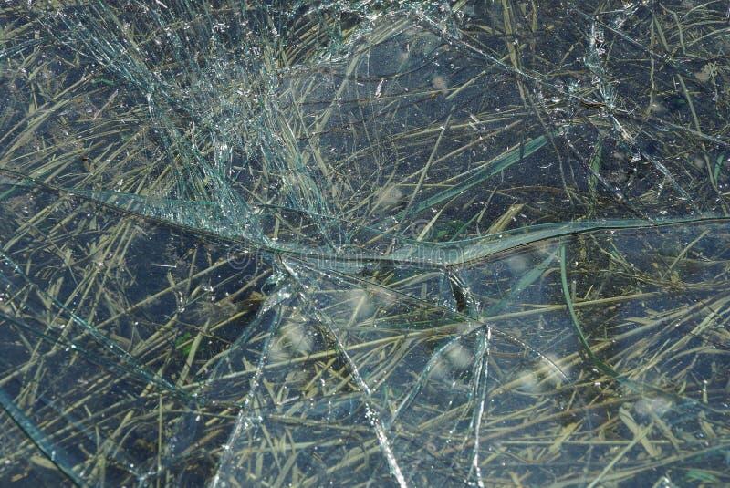 Grijze textuur van vuil gebroken glas met barsten royalty-vrije stock foto's
