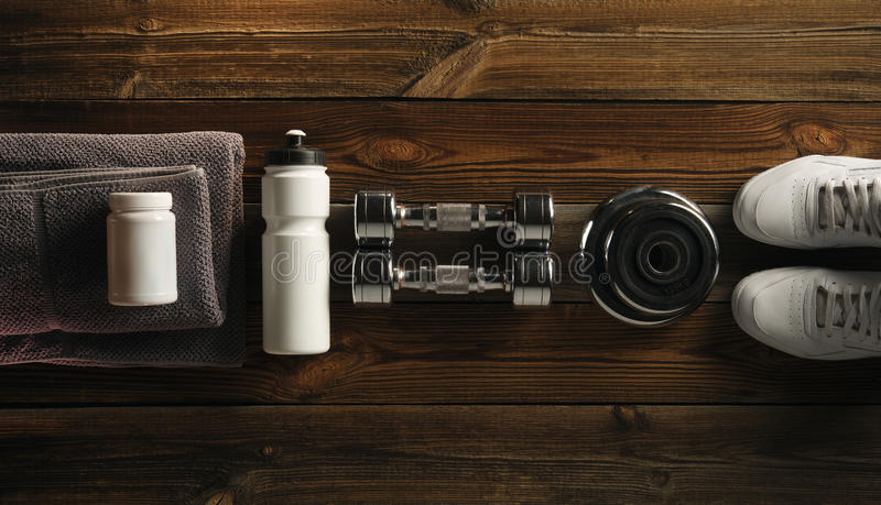 Grijze van de de flessendomoor van de handdoek Eiwitschok de plaat Witte kruik met wh stock afbeeldingen
