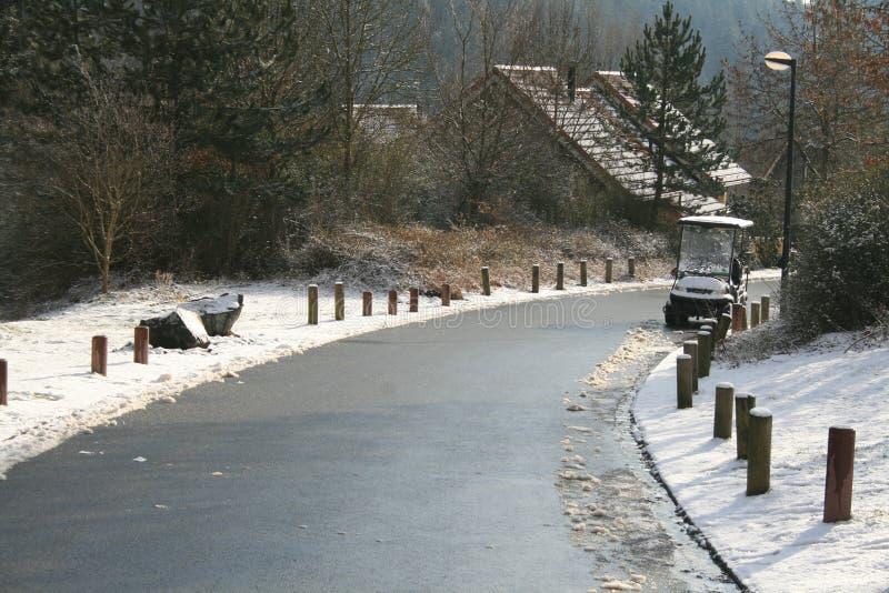 Grijze weg met sneeuw stock foto