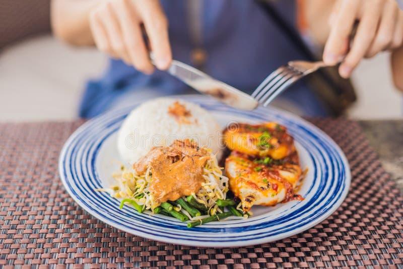 Gril de calmar avec du riz Cuisine Indonésie de Balinese photos libres de droits
