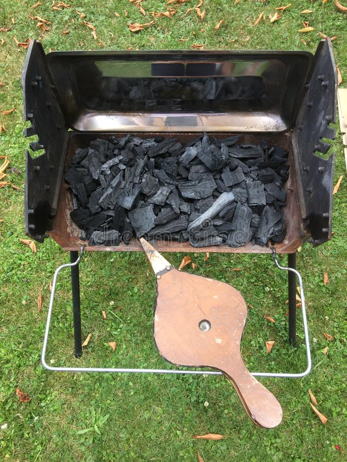Gril et ustensiles de barbecue image stock