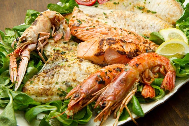 Gril mélangé de fruits de mer photos stock