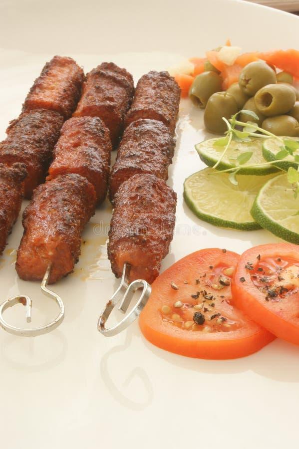 Grillé hachez le roulis avec les légumes frais photos libres de droits