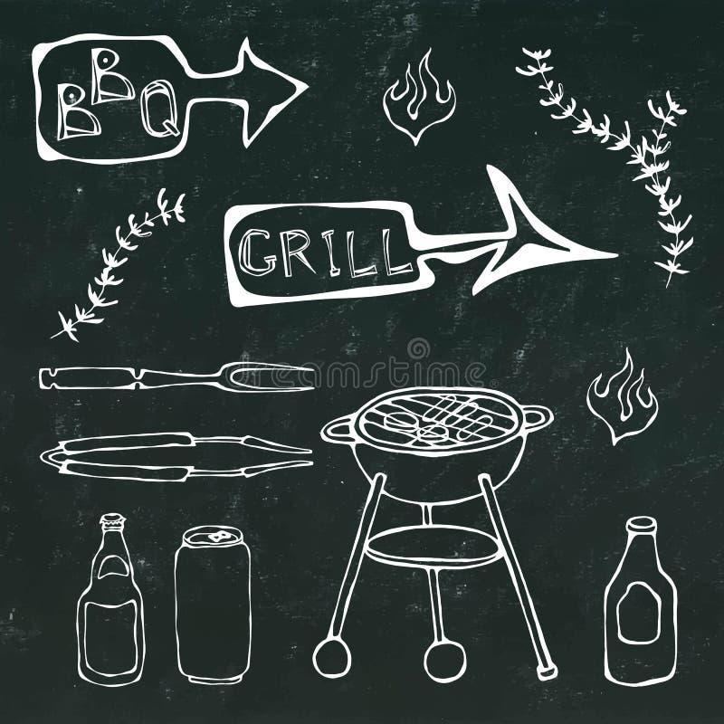 Grillów narzędzia: BBQ rozwidlenie, Tongs, grill z mięsem, ogień, Piwna butelka, Może, ketchup, ziele Na czarnym chalkboard ilustracji