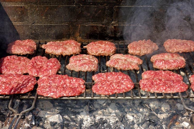 Grill Gotuje BBQ Mięsne Kiełbasiane kiełbasy obrazy stock
