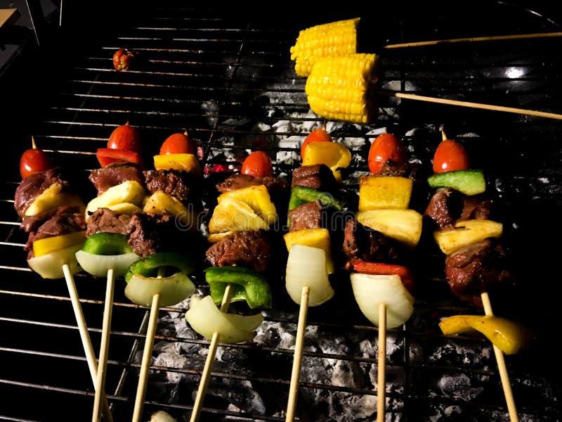 Grill na kijach piec na grillu fotografia stock