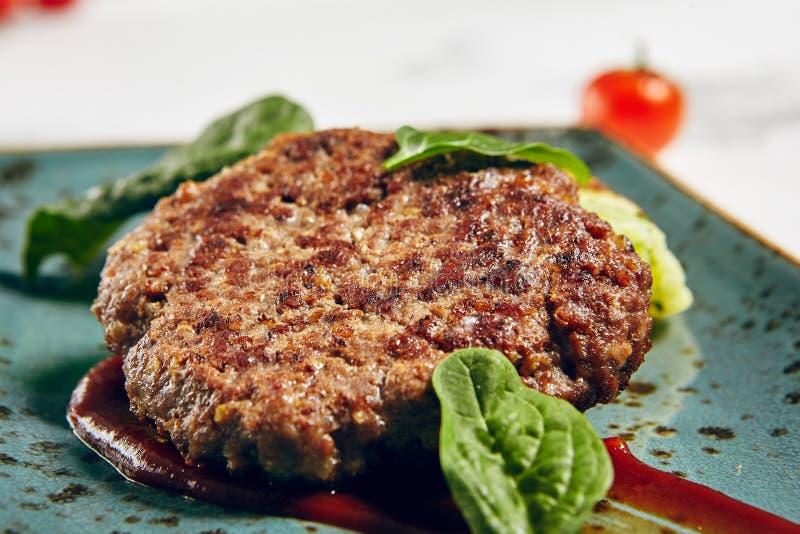 Grill-Rindfleisch-Kotelett stockbild