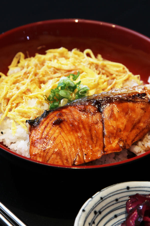 Grill salmon with rice
