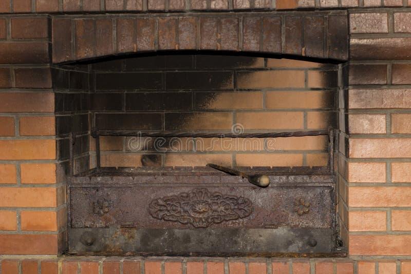 Grill w ściana z cegieł zdjęcia stock