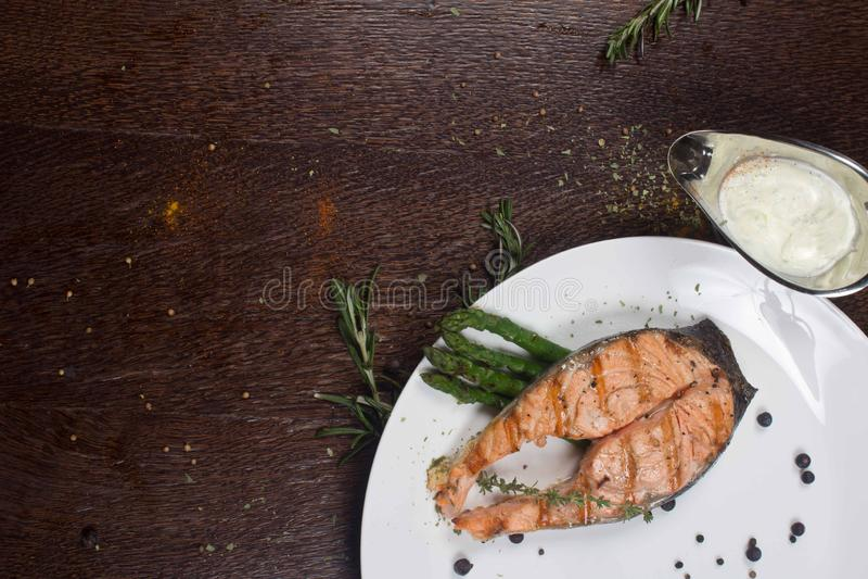 Grilla Łososiowy Czerwony Rybi stek fotografia royalty free