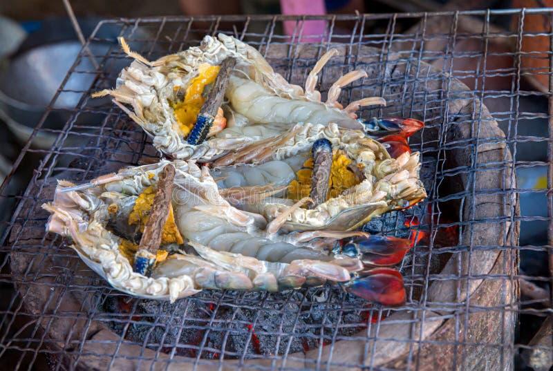 Grilla grilla kucharstwa lunchu duży krewetkowy czas, zbliżenie gotujący owoce morza grilla wyśmienity BBQ Piec na grillu du?e ty zdjęcia stock