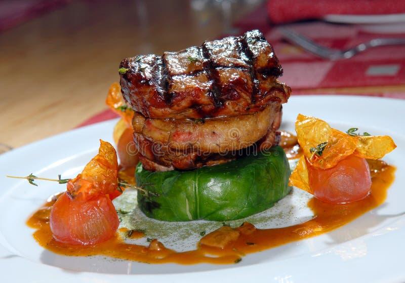 grilla smażący stek zdjęcie stock