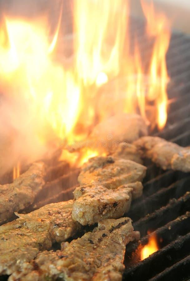 grilla steaks arkivbilder