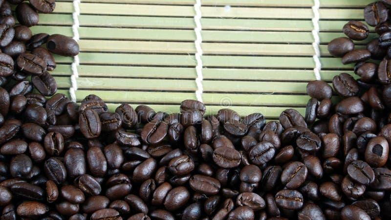 grillad bönakaffedark arkivfoton