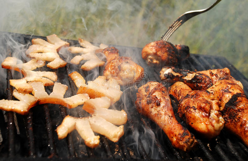 Download Grillad baconhöna fotografering för bildbyråer. Bild av kokkonst - 19784435