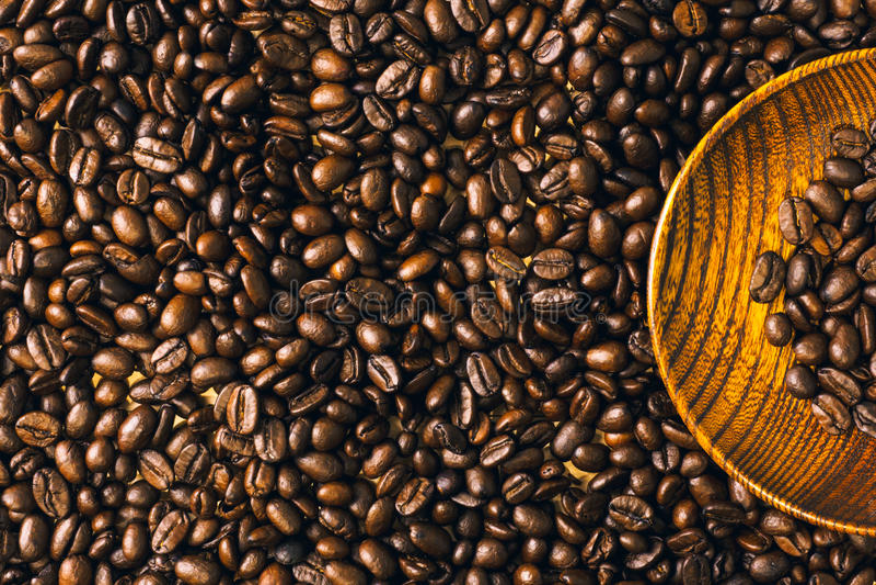 Grillad bakgrund och textur för kaffeböna med träplattan, Co fotografering för bildbyråer