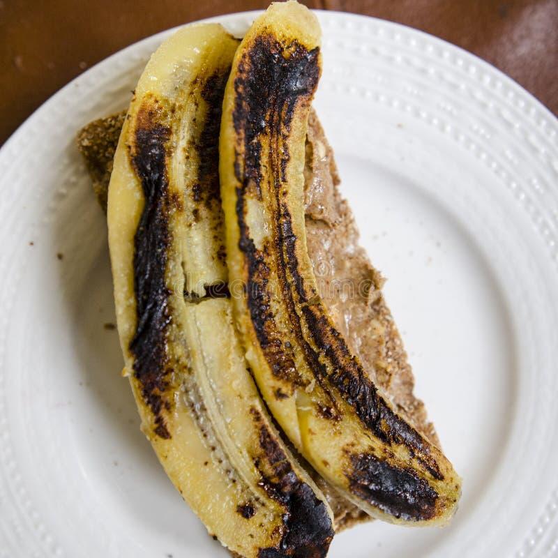 Grillad banansmörgås royaltyfria bilder