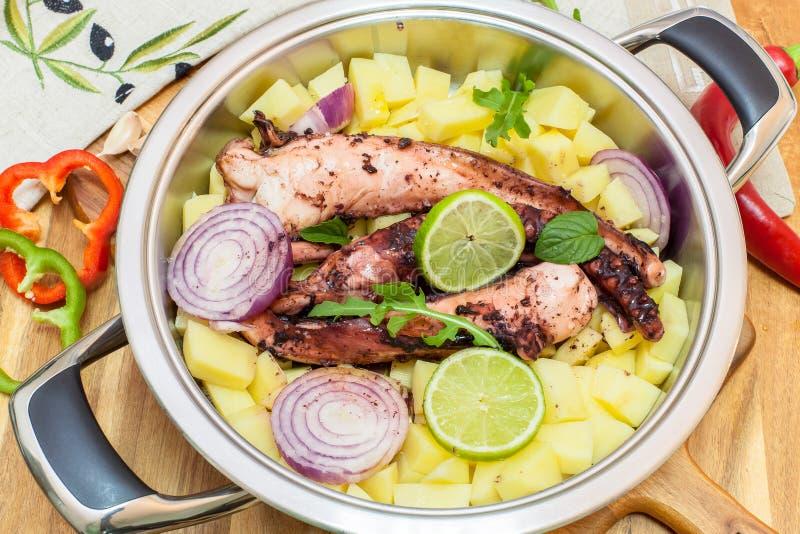 Grillad Bläckfisk Med Grönsaker Arkivfoto