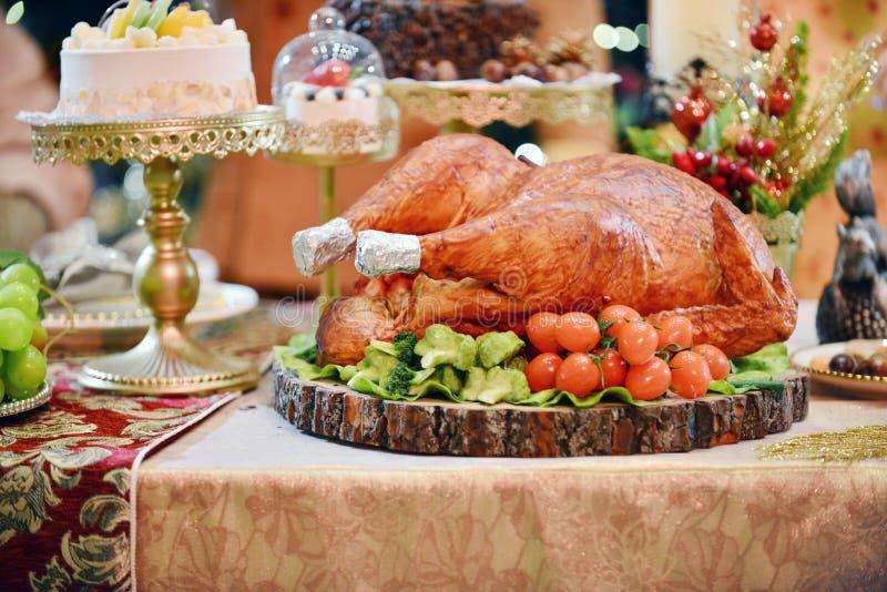 grillad kalkon julen dekorerar nya home idéer för matställe till royaltyfria bilder