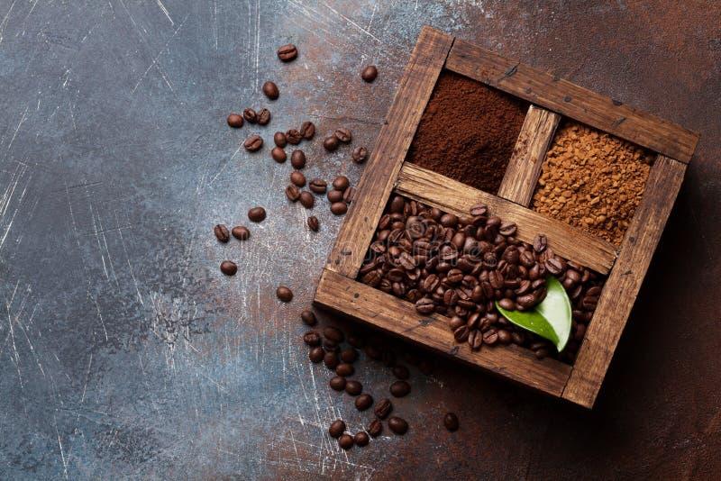 Grillad och pulverkaffe royaltyfri foto