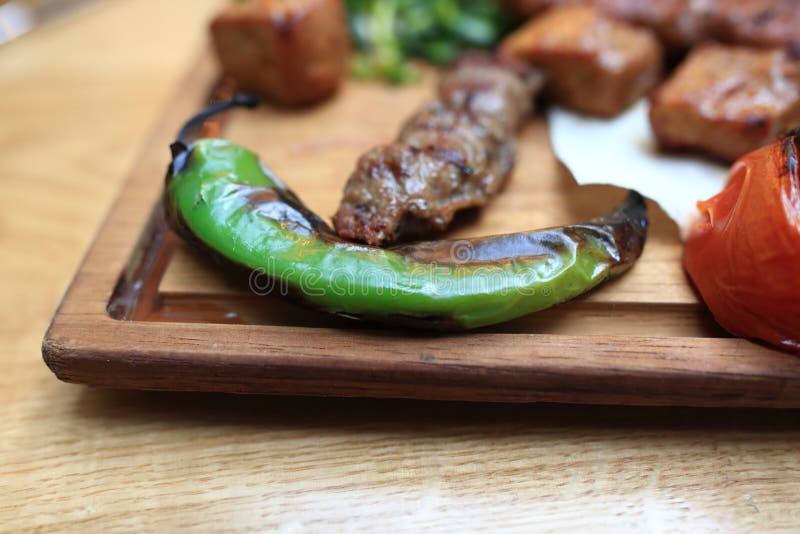 Grillad peppar med kebab royaltyfria foton