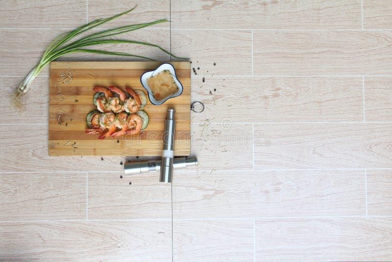 Grillad räka med bästa sikt för vinägersås arkivfoton