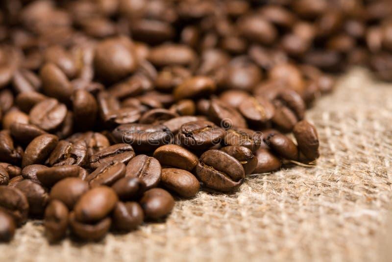 grillad sackcloth för bönakaffe nytt royaltyfri foto