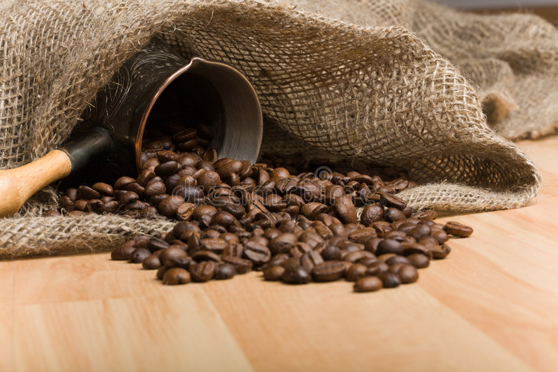 grillad sackcloth för påsebönacezve kaffe royaltyfri fotografi