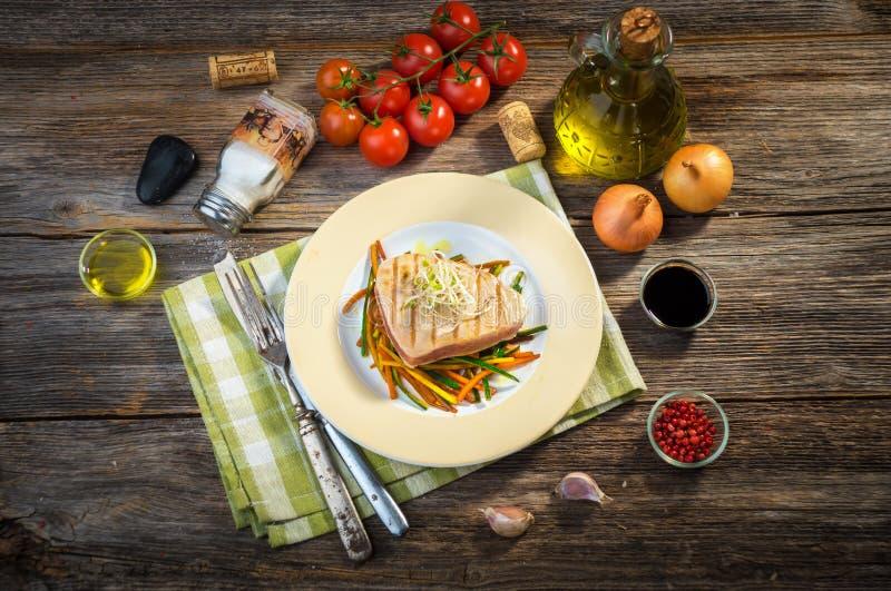 grillad steaktonfisk royaltyfri bild