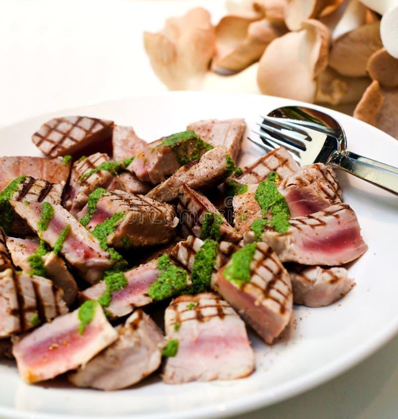 grillad tonfisk arkivfoto