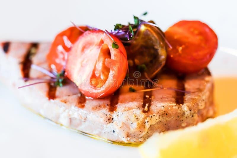 Grillad tonfiskfisk royaltyfri fotografi