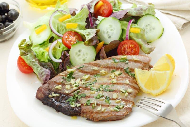Grillad tonfisksteak royaltyfria bilder