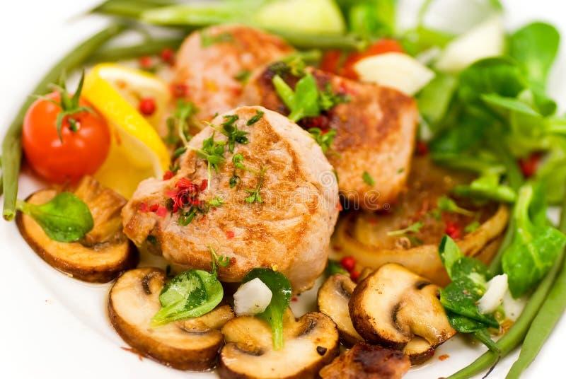 grillade fläskkarrégrönsaker för filé pork royaltyfri bild