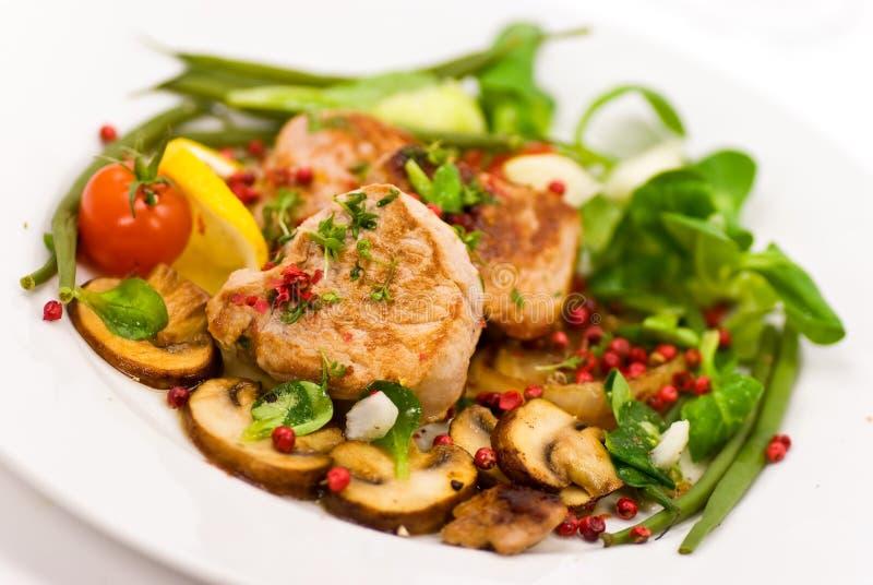 grillade fläskkarrégrönsaker för filé pork royaltyfri foto