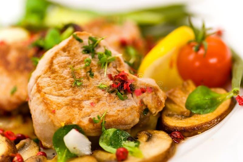 grillade fläskkarrégrönsaker för filé pork arkivfoto