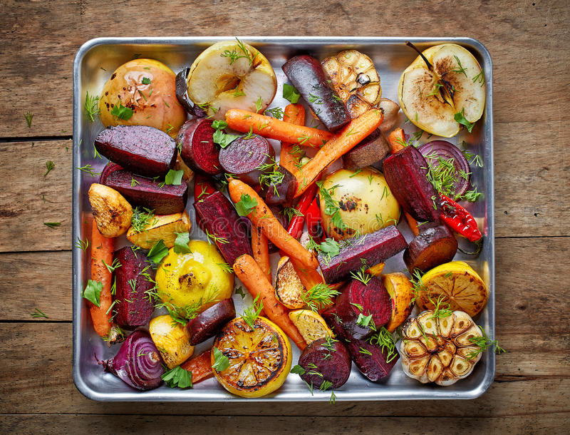 Grillade frukter och grönsaker royaltyfria foton